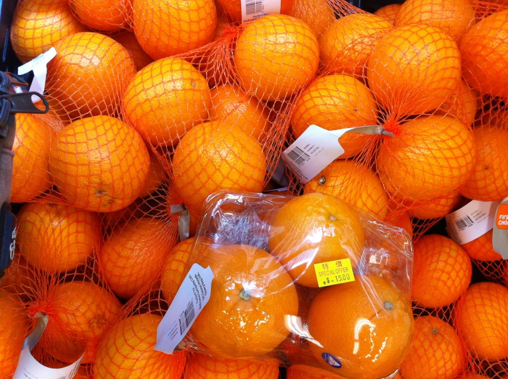 HK_Wellcome_shop_fruit_orange_plastic_bag_Oct-2013