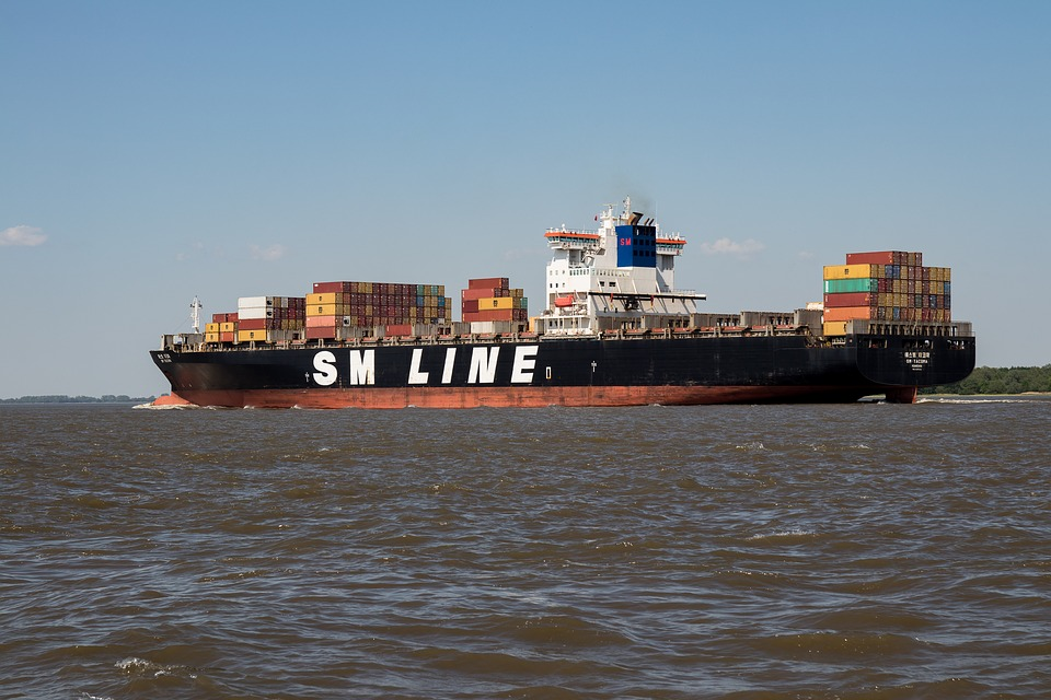 container-ship-3422235_960_720